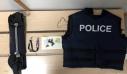 Συνελήφθη 28χρονος στην Πλ. Βάθης – Κυκλοφορούσε με γιλέκο της αστυνομίας γεμάτο ναρκωτικά (εικόνες)
