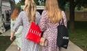 Το Zara φόρεμα που ξεπούλησε στη Μεγάλη Βρετανία. Η δική μας εξήγηση