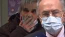 Θεριακλής φυσάει καπνό στ' αυτιά κλινικάρχη που έκανε δηλώσεις ζωντανά στις κάμερες