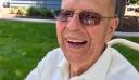94χρονος έφτιαξε πισίνα στην αυλή του όταν πέθανε η γυναίκα του για να μην είναι μόνος του