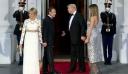 Οι 3 εμφανίσεις της Melania Trump στη συνάντηση με το ζεύγος Macron είναι βγαλμένες από σελίδες περιοδικού