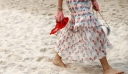 O Karl Lagerfeld έφερε την παραλία στο κέντρο του Παρισιού για χάρη του Chanel Fashion Show