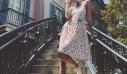 Το πιο ανοιξιάτικο φόρεμα για τα ζεστά πρωινά στην πόλη