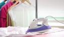 Πώς να «σιδερώσετε» τα ρούχα σας χωρίς στην ουσία να τα σιδερώσετε