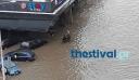 Θεσσαλονικείς πίνουν άνετοι τον καφέ τους μέσα στην πλημμύρα
