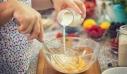 Λάθος το να βάζετε γάλα στην ομελέτα όταν χτυπάτε τα αυγά – Πώς γίνεται η σωστή ομελέτα