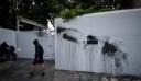 Ο Ρουβίκωνας ανέλαβε την ευθύνη για την επίθεση με μπογιές στο σπίτι του Αμερικανού πρέσβη