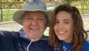 Η Γιάννα Τερζή χαμογελαστή δίπλα στον πατέρα της, τον αγαπημένο τραγουδιστή, Πασχάλη Τερζή