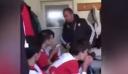 Προπονητής χαστουκίζει τους παίκτες του για να τους...πορώσει