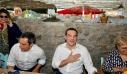 Αλέξης Τσίπρας: Χαλαρός για ούζα με τους δημοσιογράφους