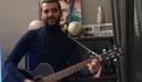 """«Ρε μάνα """"παλουκώσου"""" σπίτι μπας και κάνουμε καλοκαίρι» – Ο Κουτσόπουλος έπιασε την κιθάρα του"""