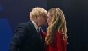 Βρετανία: Το… καυτό φιλί του Μπόρις Τζόνσον στην Κάρι Σίμοντς