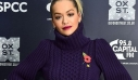 H Rita Ora προτείνει τον πιο stylish τρόπο για να φορέσεις πουλόβερ