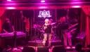 H «Ξανθίπη» της  τηλεοπτικής σειράς 50-50 έκανε δική της μπάντα και ροκάρει (ΦΩΤΟ)