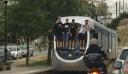 Νέα Σμύρνη: Μαθητές σκαρφάλωσαν στο πίσω μέρος εν κινήσει τραμ (εικόνα)