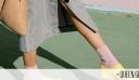 Το τελευταίο οξύμωρο trend: Παπούτσια για μέσα στο σπίτι που φοράμε έξω από αυτό