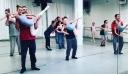 Μπαμπάδες κάνουν μπαλέτο με τις κόρες τους γιατί μπορούν και αυτοί να κάνουν τα πάντα