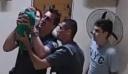 Αστυνομικοί σώζουν τη ζωή ενός βρέφους 21 ημερών [βίντεο]