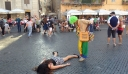 Instagrammer βγάζει φωτογραφίες ως νεκρή σε τουριστικά σημεία [φωτο]