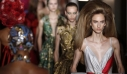 O Valentino, η Αναγέννηση, η Kaia Gerber και το εντυπωσιακό couture show στο Παρίσι