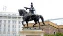 Βανδάλισαν και πάλι το άγαλμα του Κολοκοτρώνη στο κέντρο της Αθήνας (εικόνες)