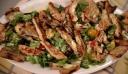 Σαλάτα με κοτόπουλο και sauce γιαουρτιού