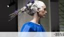 Oι μεγαλύτεροι Οίκοι Μόδας μας δείχνουν πώς να φορέσουμε το χρώμα της χρονιάς, το Classic Blue