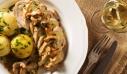 Στήθος κοτόπουλο με μανιτάρια και σάλτσα μουστάρδας