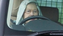 ΠΑΘΑΜΕ ΠΛΑΚΑ! – 9 εξωφρενικά προνόμια που έχει η Βασίλισσα Ελισάβετ