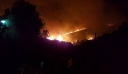 Στις φλόγες για μία ακόμη νύχτα η Κεφαλονιά
