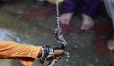 Οι ρόλοι αντιστράφηκαν: Άνδρας δάγκωσε φίδι και το σκότωσε