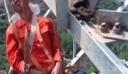 Τον πήρε ο ύπνος ενώ κρεμόταν από σχοινιά σε ύψος 50 μέτρων [βίντεο]