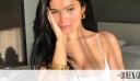 Τα αγαπημένα σκουλαρίκια της Kylie Jenner κοστίζουν μόνο 55 Eυρώ