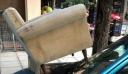 Θεσσαλονίκη: Πάρκαρε παράνομα και του έβαλαν μία πολυθρόνα στο καπό (εικόνα)
