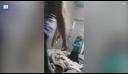 Μητέρα χτυπάει την τρίχρονη κόρη της επειδή δεν μπορεί να βρει το τάμπλετ της [βίντεο]