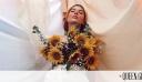 Έχεις σκεφτεί ποτέ να φορέσεις αντί για top ένα μπουκέτο λουλουδιών;