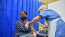 Βρετανία: Μέχρι τέλη Ιουλίου όλοι οι ενήλικες θα έχουν λάβει την πρώτη δόση του εμβολίου