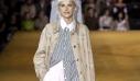 Burberry Spring 2020: Τo λαμπερό front row, η επιστροφή της Agyness Deyn και τα πιο κουλ ρούχα για το γραφείο