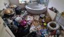 Συνεργείο καθαρισμού μπήκε σε σπίτι, αντίκρισε… «έναν τεράστιο σκουπιδοτενεκέ»
