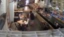 ΔEITE τα πλάνα από κάμερα ασφαλείας café bar που δείχνει την αντίδραση του κόσμου την ώρα του σεισμού