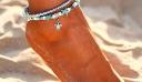 Double Anklet: Πώς να φορέσεις το πιο καλοκαιρινό trend στα κοσμήματα