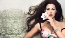 Η Monica Bellucci εύχεται «χρόνια πολλά» γυμνή και κολάζει (φωτό)