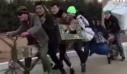 Η «μοτοσυκλέτα» που χωράει επτά άτομα και ένα ψυγείο