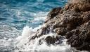 Κρήτη: Λουόμενος γλίστρησε στα βράχια και εγκλωβίστηκε