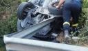Αυτοκίνητο βγήκε από τον δρόμο και το εμβόλισε μεταλλική μπάρα