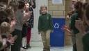 Το 6χρονο αγόρι που νίκησε τη λευχαιμία και η συγκινητική υποδοχή από τους συμμαθητές του [Βίντεο]