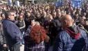 Μεγάλη συγκέντρωση και συγκρούσεις στη Λέσβο για την άμεση αποσυμφόρηση του νησιού και την αποχώρηση των ΜΑΤ