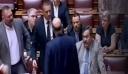 Ο σκηνοθέτης στο κανάλι της Βουλής παραδέχεται: Δεν έχει καταγραφεί η χειροδικία Κασιδιάρη