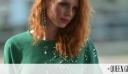 H Έβελυν Καζαντζόγλου φόρεσε ένα «δύσκολο» χρώμα με τον πιο «εύκολο» τρόπο