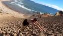 Σίγουρα δεν έχεις κατέβει ποτέ αμμόλοφο παραλίας με τέτοιο τρόπο